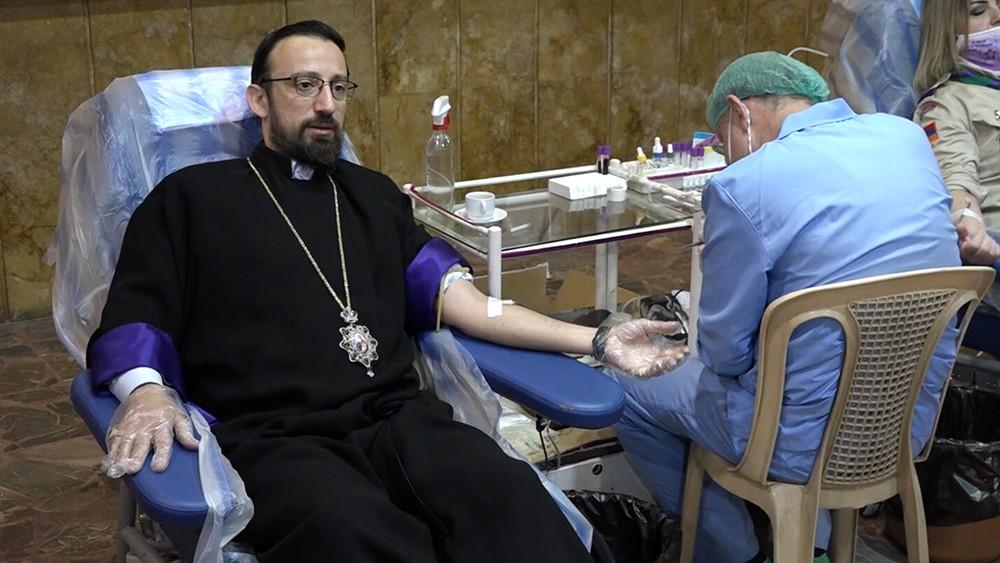 Сдача крови донарами в Сирии