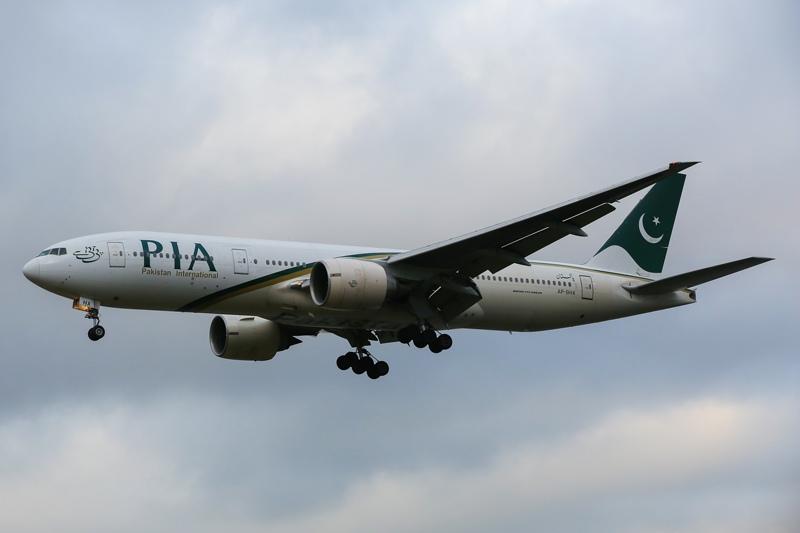 В Пакистане упал пассажирский самолет