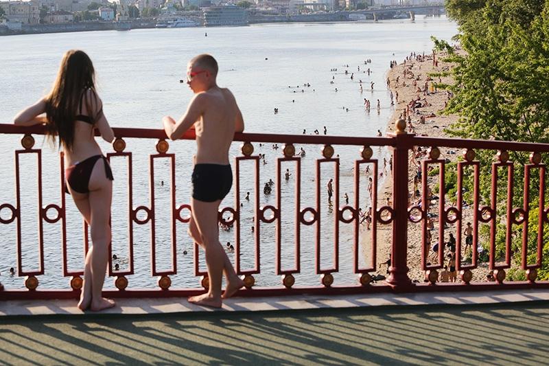 Пляж на берегу Днепра в Киеве