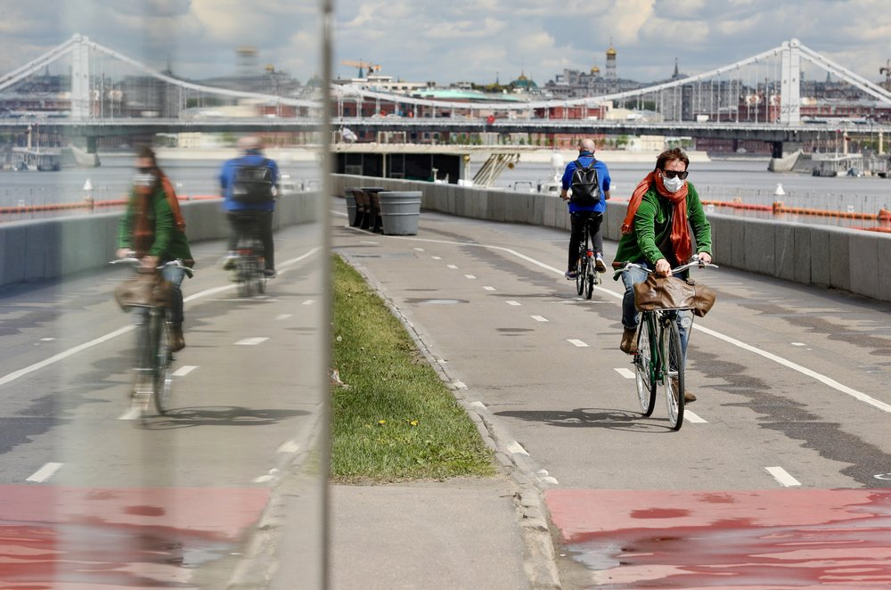 Велосипедист в период самоизоляции в Москве