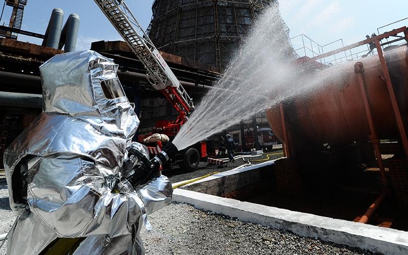 Работа пожарных на территории ТЭЦ