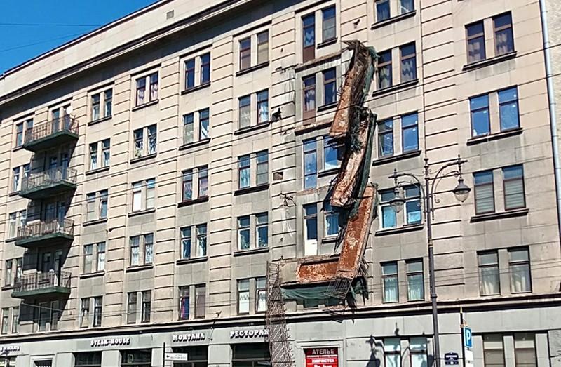 Место обрушения балконов в Санкт-Петербурге