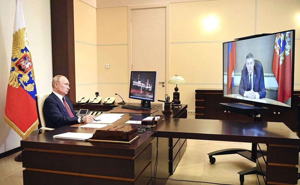 Владимир Путин и Александр Богомаз в режиме видеоконференции
