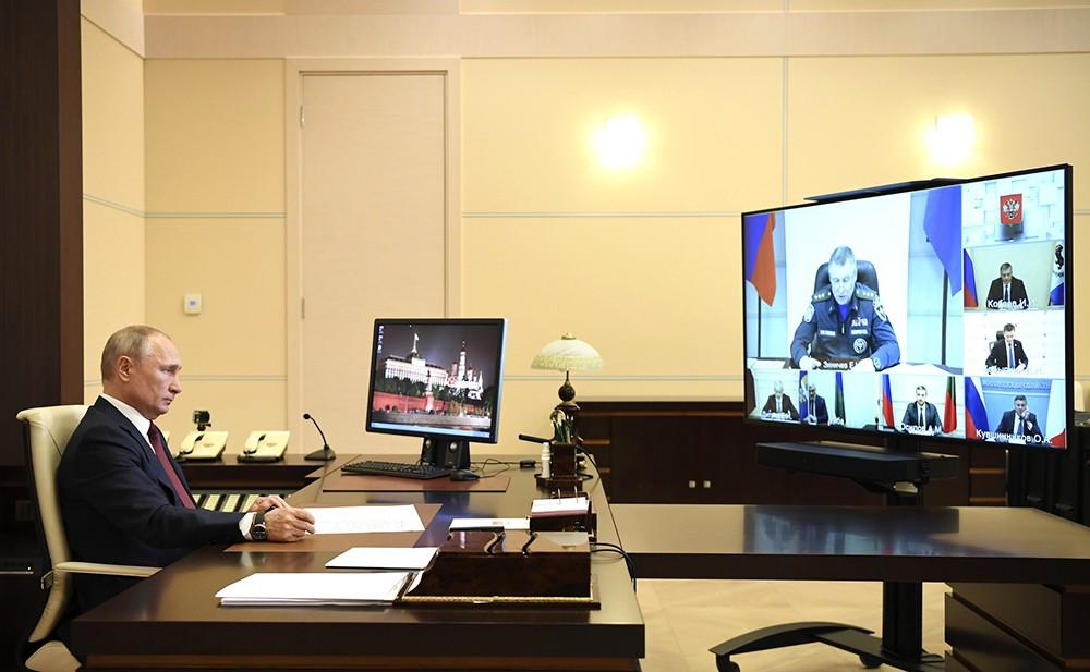 Владимир Путин и Евгений Зиничев в режиме видеоконференции