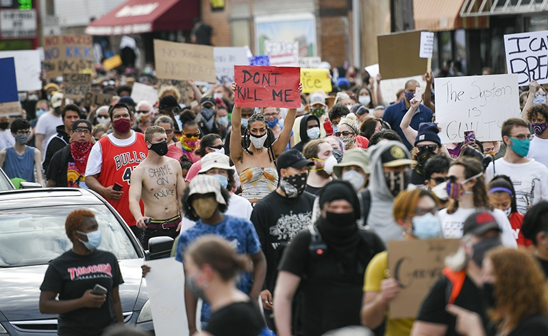 Акция протеста в Миннеаполисе из-за смерти афроамериканца от действий полиции