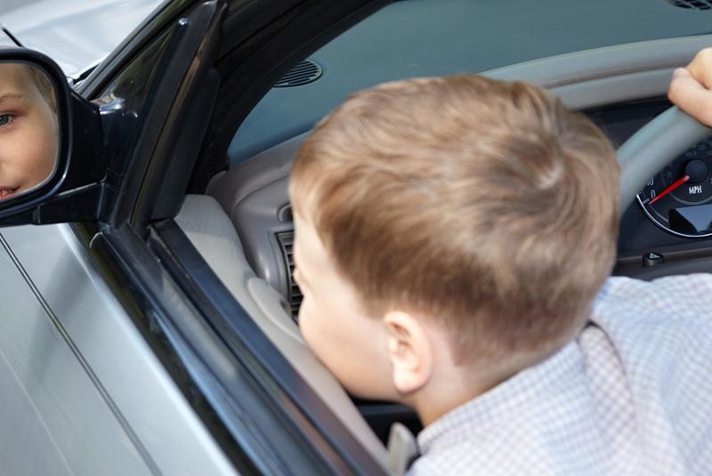 Ребенок за рулем