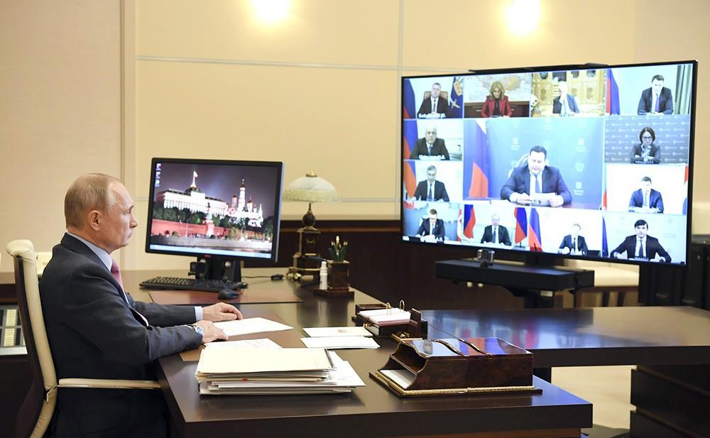 Владимир Путин проводит совещание о ситуации на рынке труда