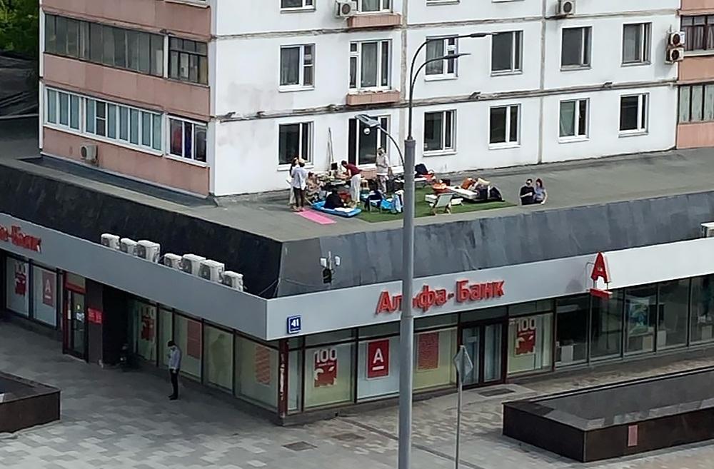 Пикник на крыше отделения банка