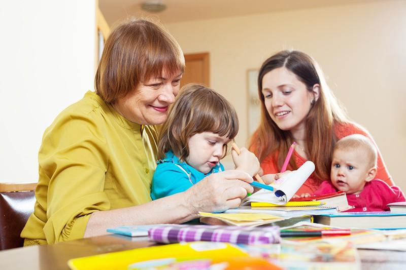 Семья занимаются творчеством