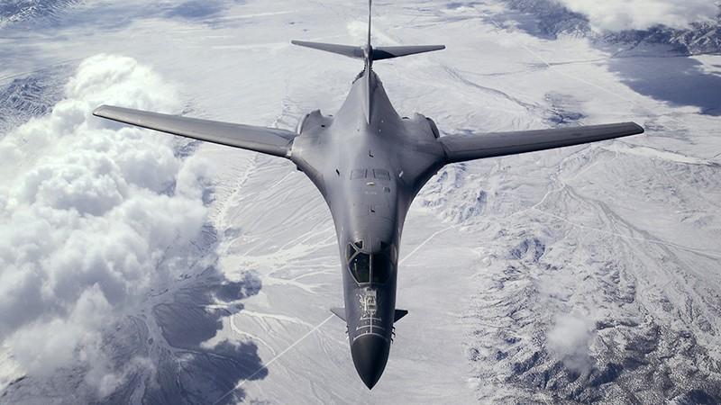 Сверхзвуковой стратегический бомбардировщик Rockwell B-1 Lancer ВВС США