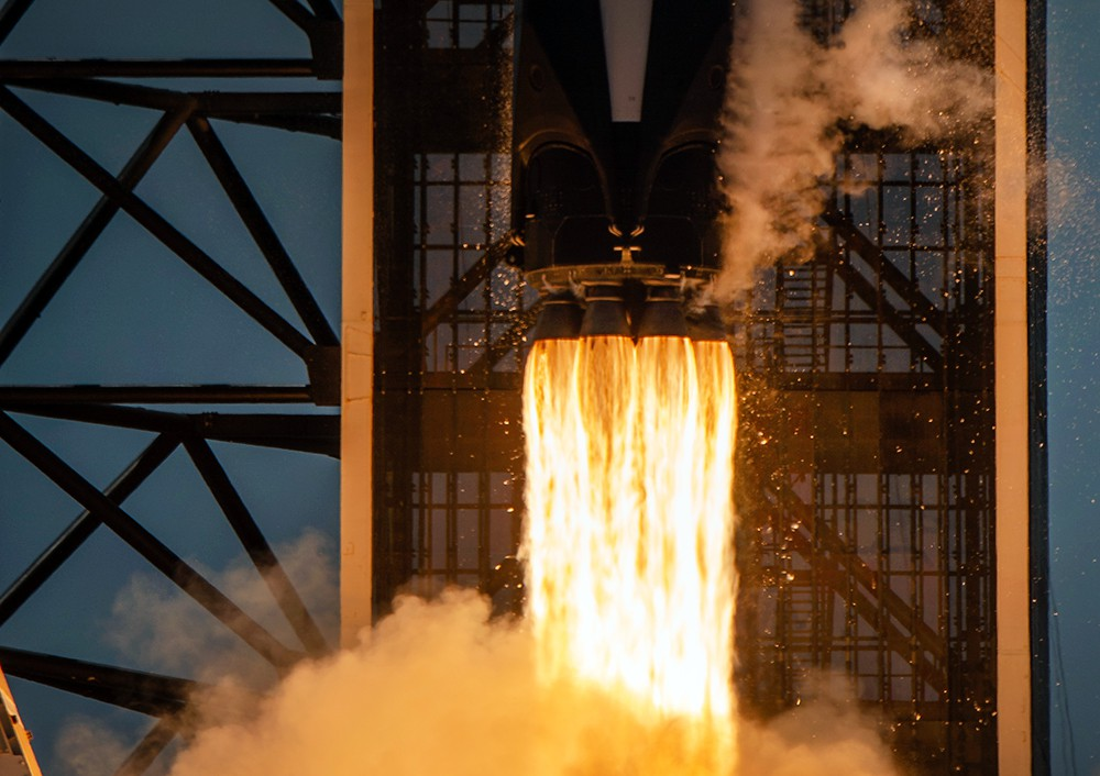 Старт пилотируемого корабля Crew Dragon компании SpaceX