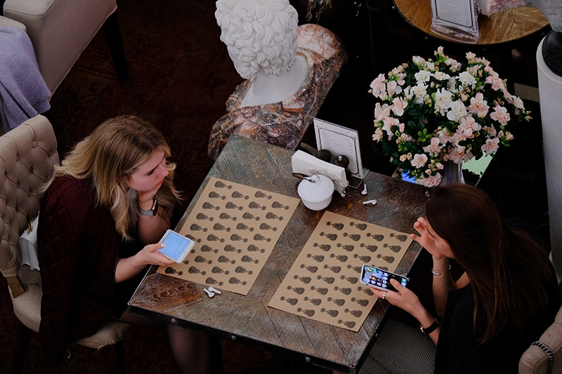 Девушки в кафе