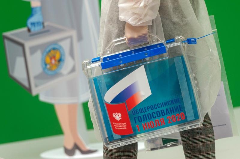 Переносная урна для голосования по поправкам в Конституцию России