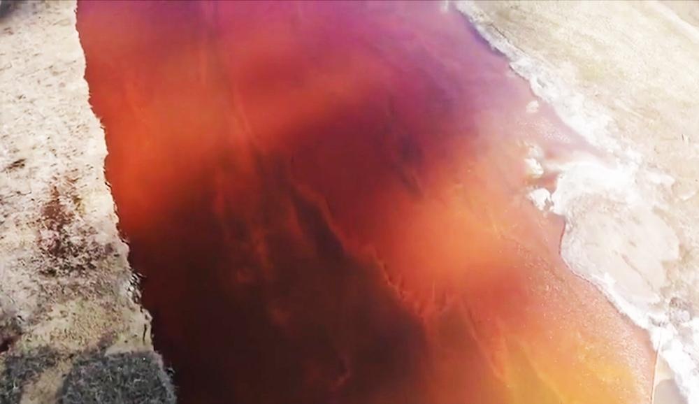 Загрязнение реки в Норильске