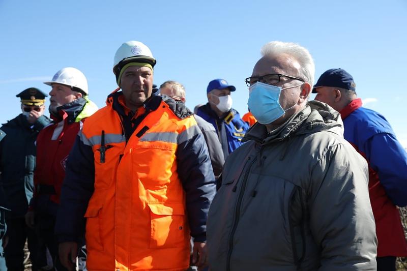 Губернатор Красноярского края Александр Усс на месте разлива топлива на ТЭЦ-3