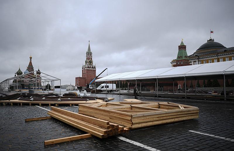 Подготовка к книжному фестивалю на Красной площади