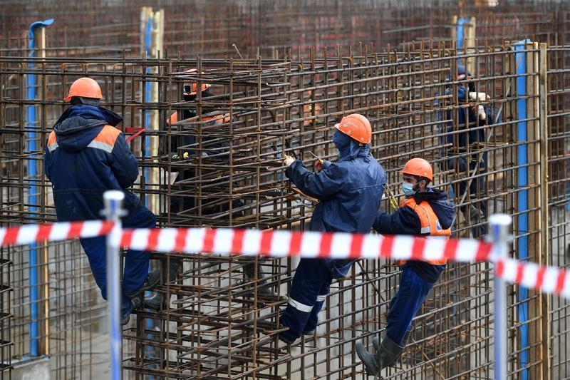 Строители во время работ по модернизации Люберецких очистных сооружений
