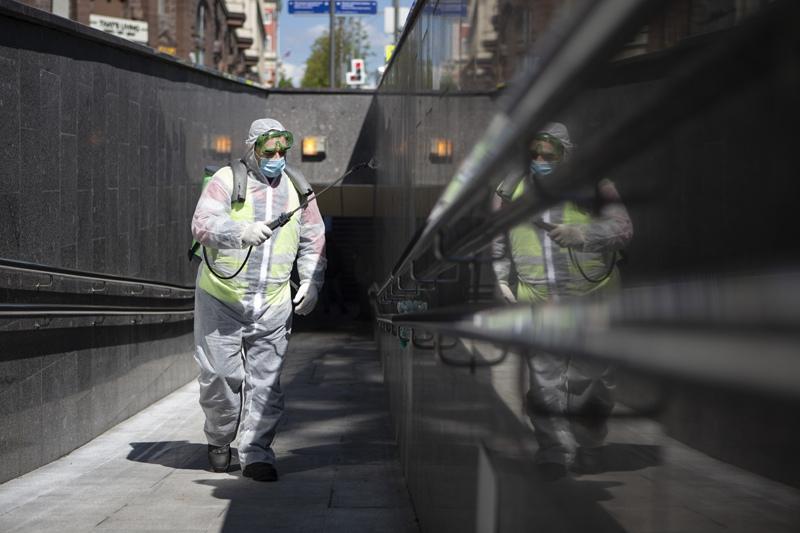 Дезинфекция подземного перехода. Эпидемия коронавируса в России