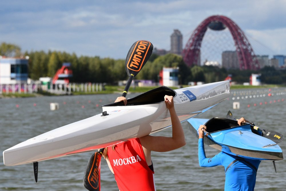 Подготовку к соревнованиям на гребном канале в Крылатском