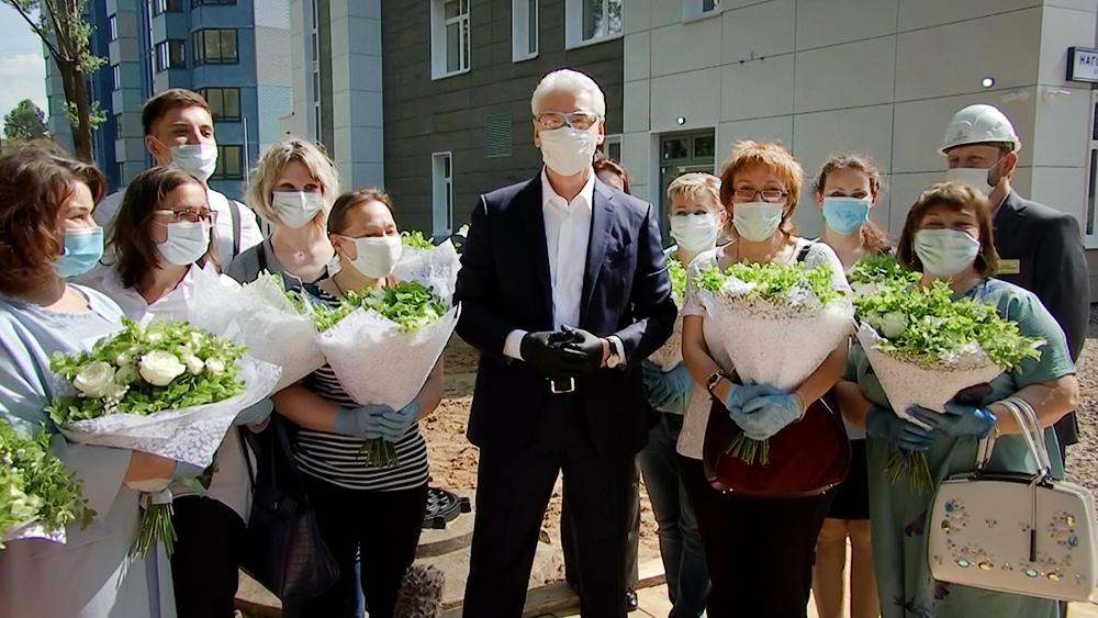 Сергей Собянин осмотрел ход строительства центра социального обслуживания