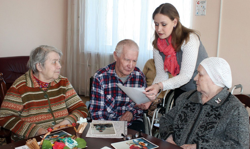 Социальный работник и пенсионеры