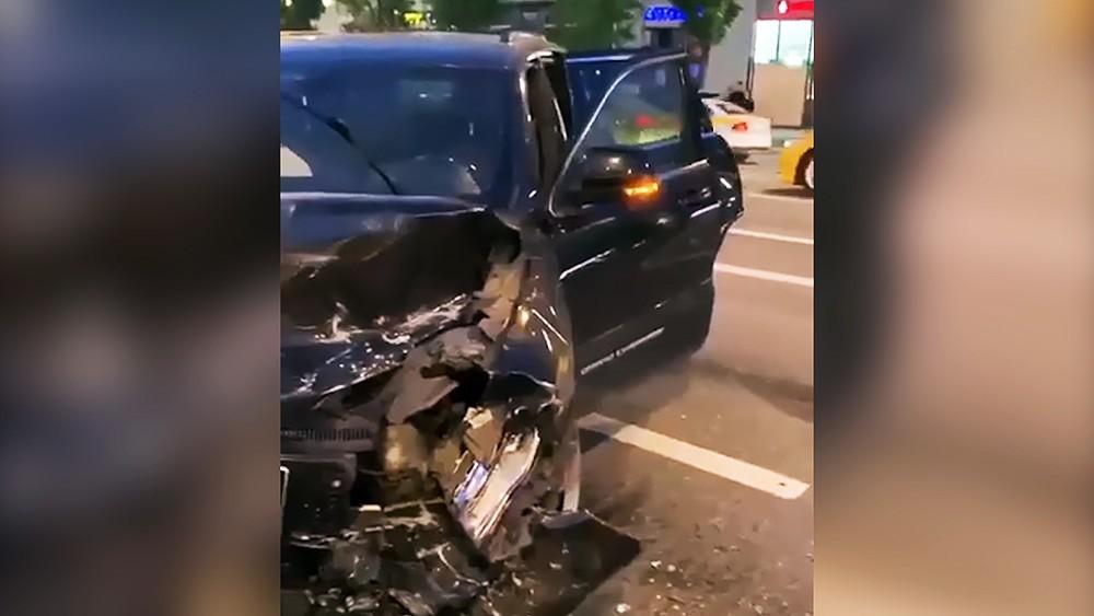 Машина Михаила Ефремова после ДТП