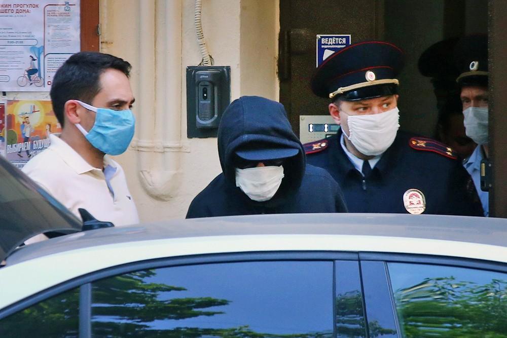 Михаила Ефремова увозят на допрос