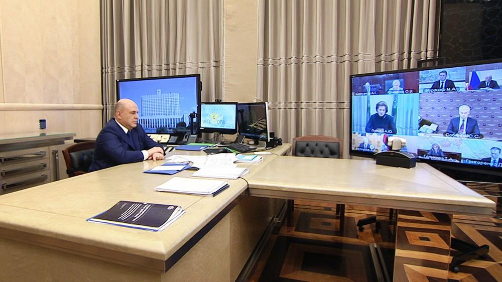 Михаил Мишустин проводит онлайн совещание