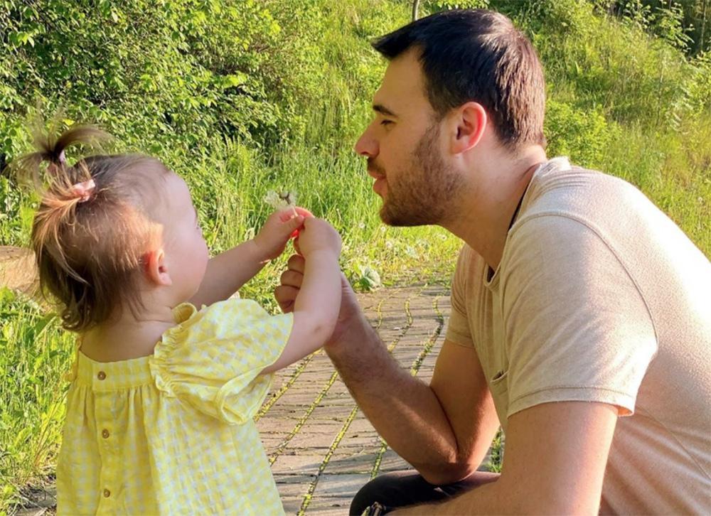 Эмин со своей дочерью