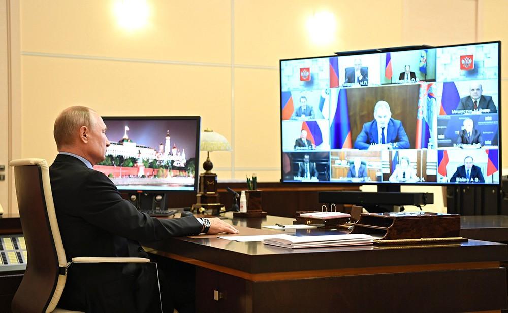 Владимир Путин проводит совещание с постоянными членами Совбеза