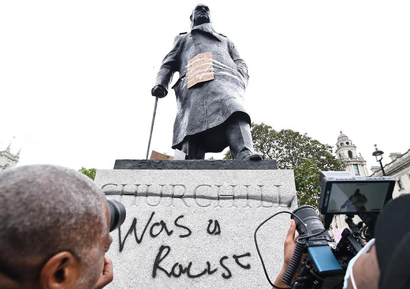 Осквернение памятника Уинстону Черчиллю