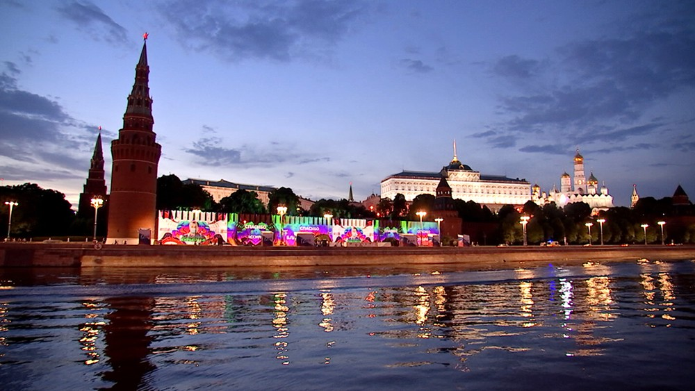 Мультимедийная инсталляция на стенах Кремля