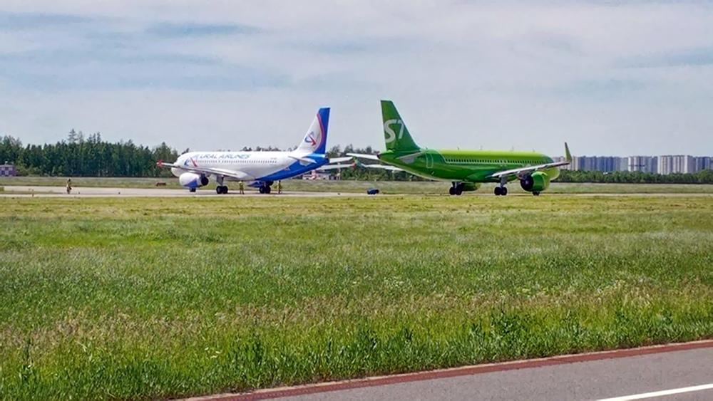 Последствия столкновения самолетов в аэропорту Пулково