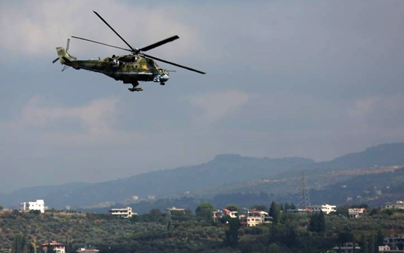 Вертолет Ми-24 ВКС России во время патрулирования в Сирии