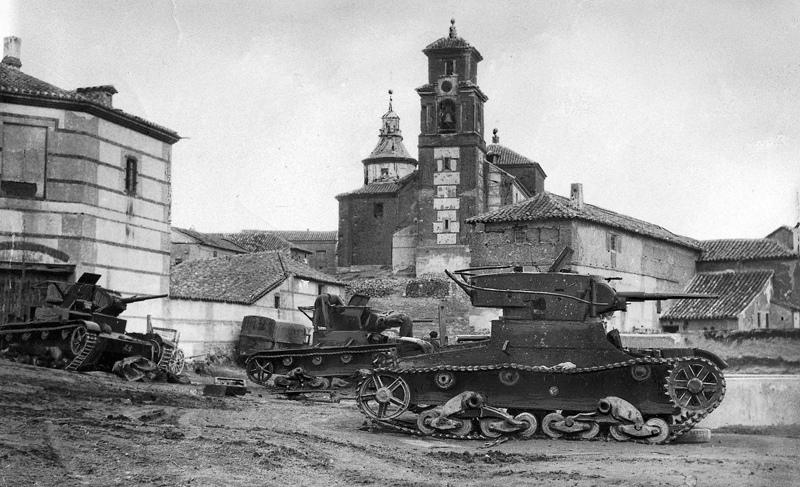 Танки Т-26 РККА во время контратаки