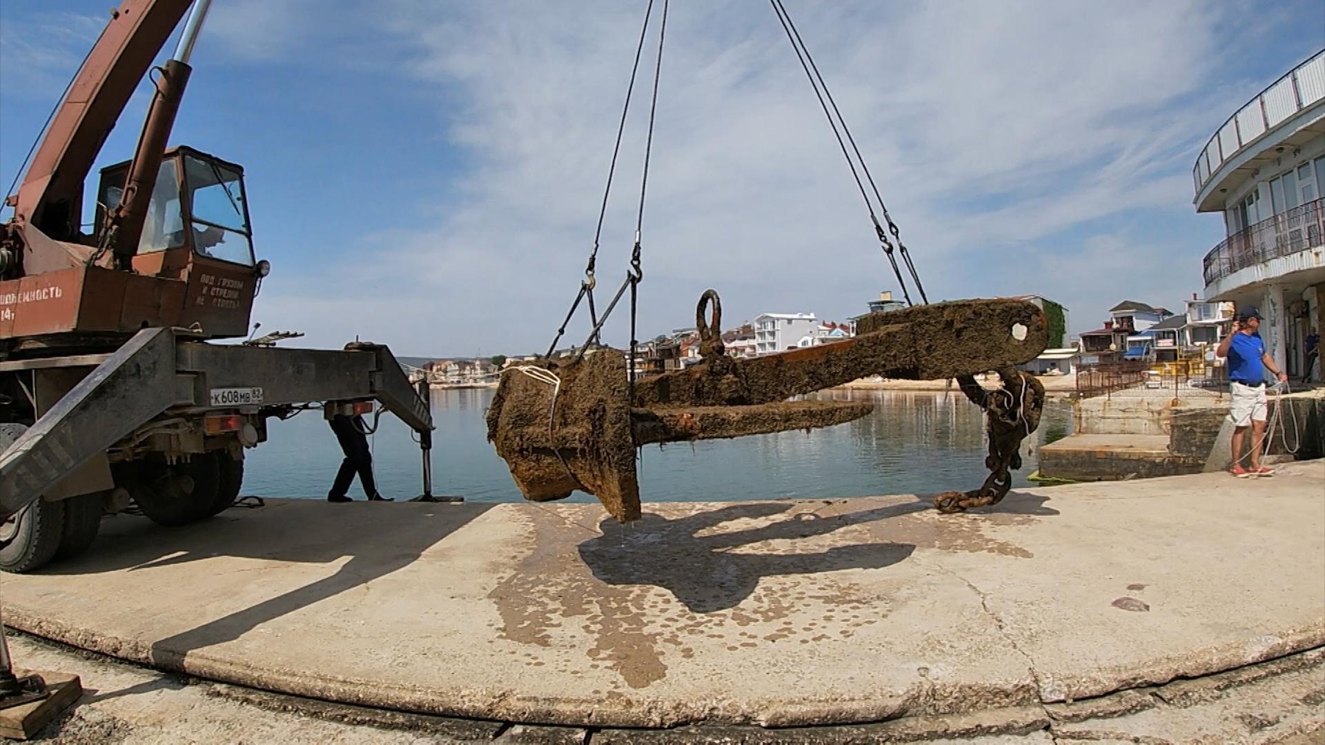 Со дна моря в районе Феодосии подняли исторический якорь