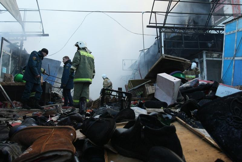 Крупный пожар на рынке в Новосибирске