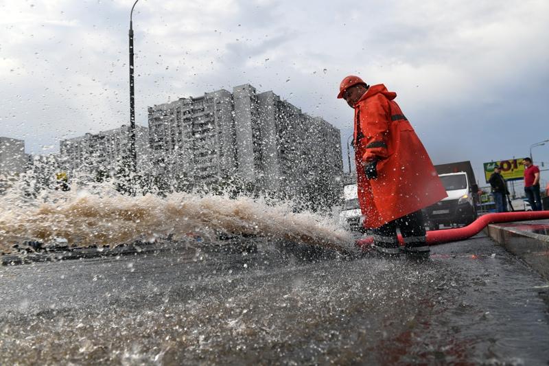 Последствия сильного дождя в Москве