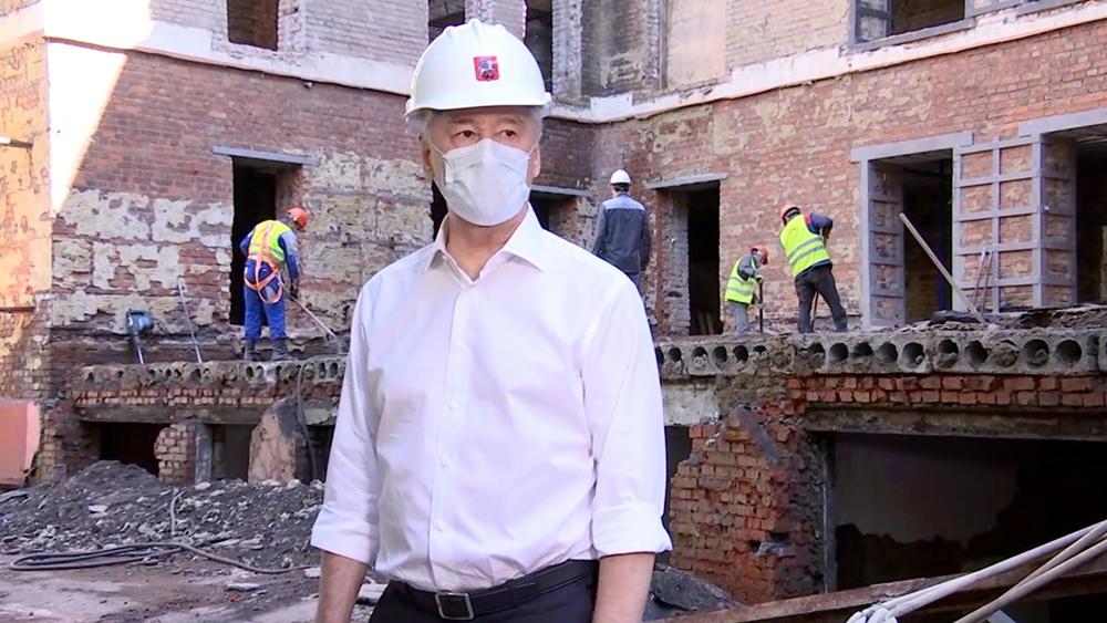 Сергей Собянин осмотрел ход реконструкции больницы