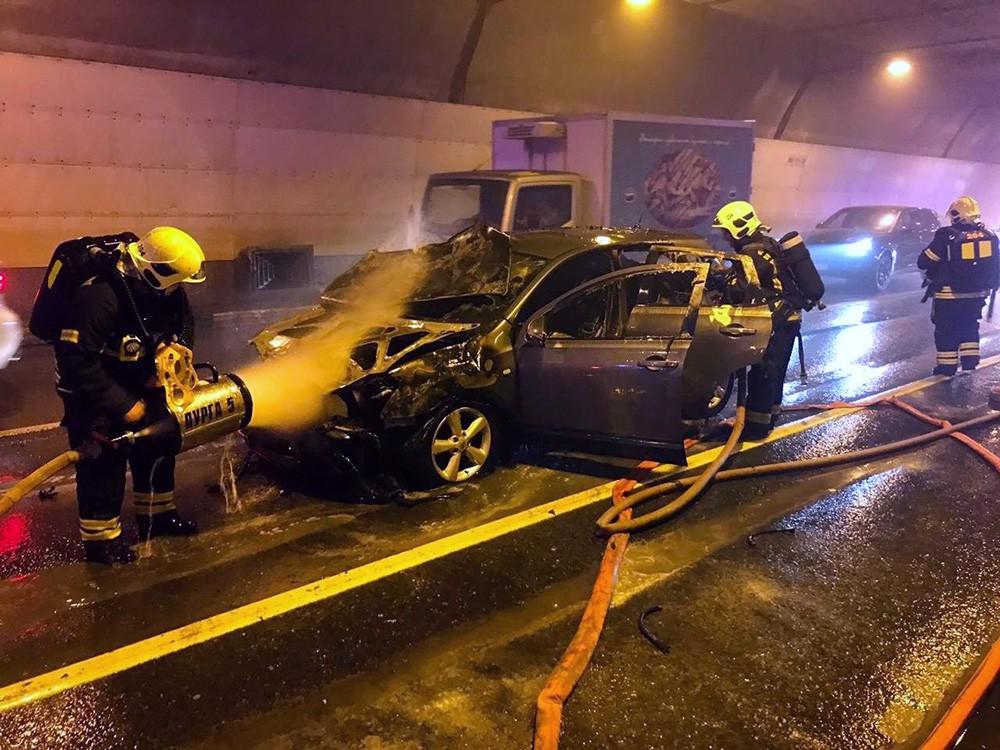 Ликвидация возгорания легкового автомобиля в тоннеле