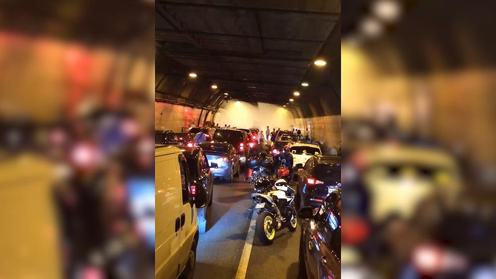 Возгорание автомобиля в тоннеле