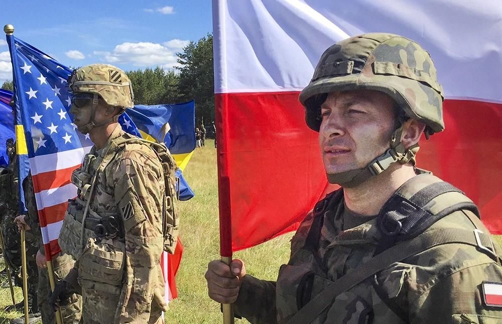 Военнослужащие армии Польши и США