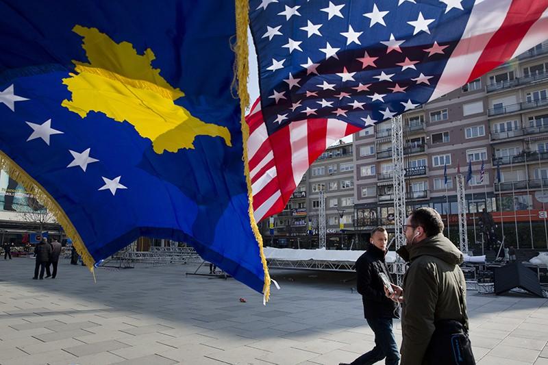 Флаг США и Косово