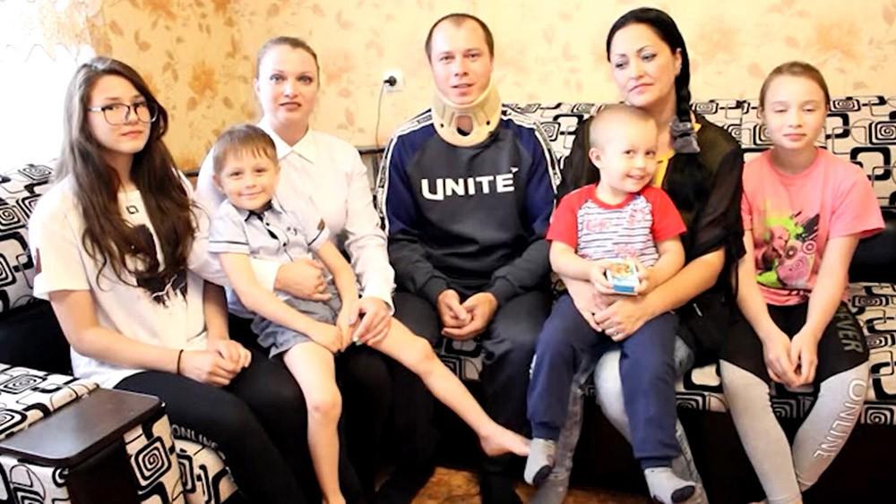 Семья спасенного из ДТП мальчика