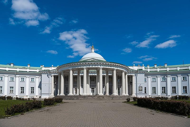 Здание научно-исследовательского института скорой помощи имени Н.В. Склифосовского