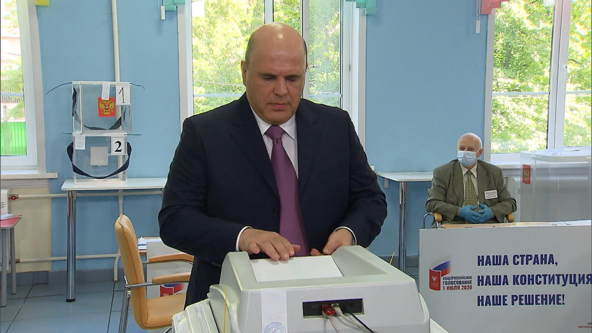 Михаил Мишустин во время голосования