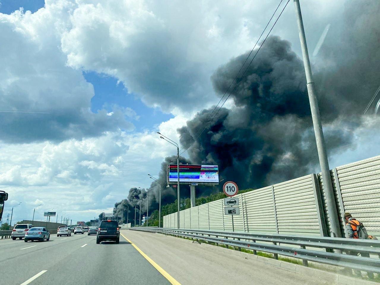 Сильное задымление в районе пожара в городском округе Красногорск