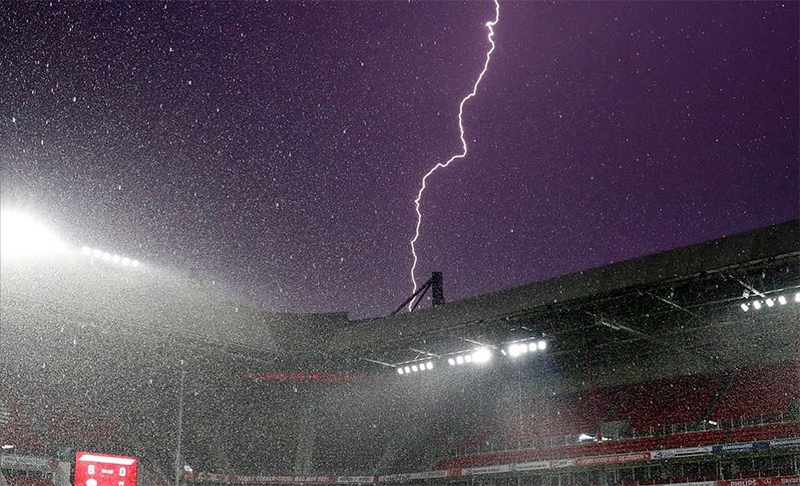 Гроза над стадионом