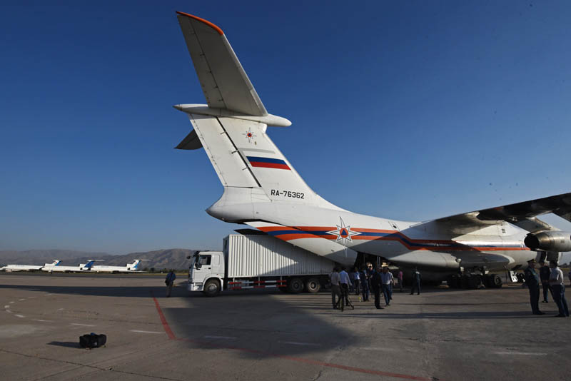 Самолет с грузом гуманитарной помощи