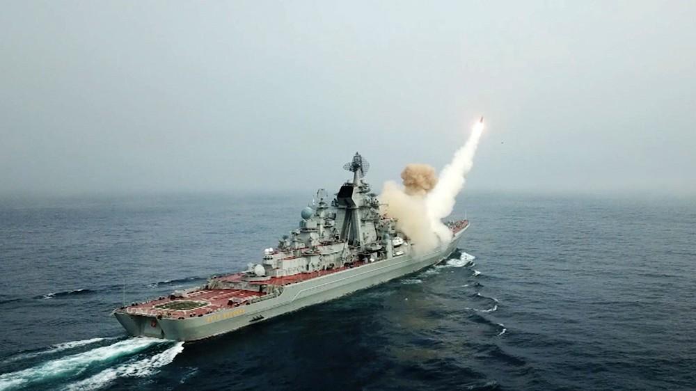 Залп ракет с крейсера ВМФ России